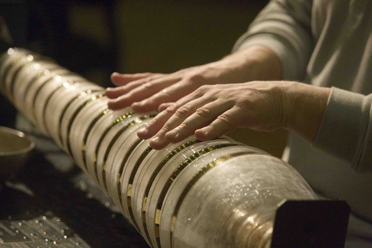 Thomas Bloch mains sur glass harmonica
