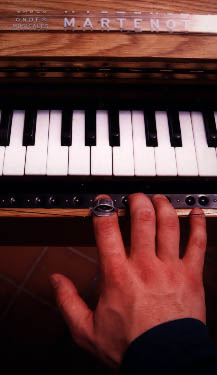 Ribbon play (right hand) - ondes Martenot